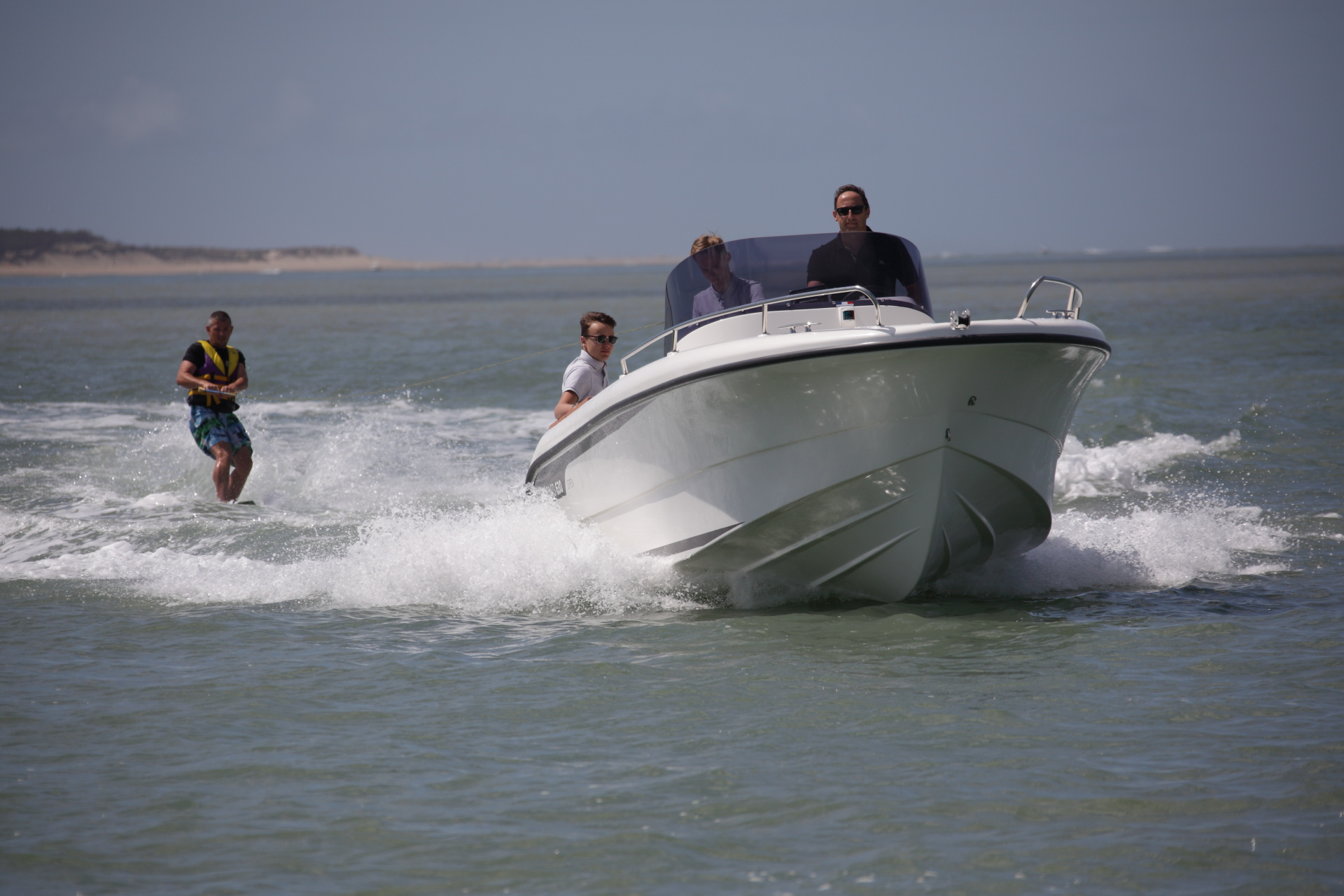 OCQUETEAU ABACO 630 and Wakeboarder